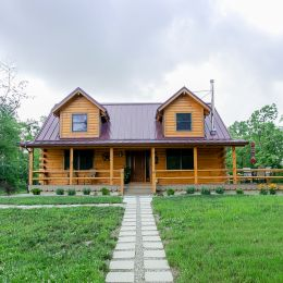 Front of the 1600 sqft Log Home Built with Eastern White Pine Logs