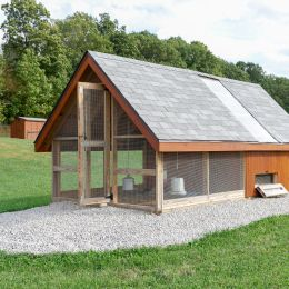 Backyard Chicken House with gravel be