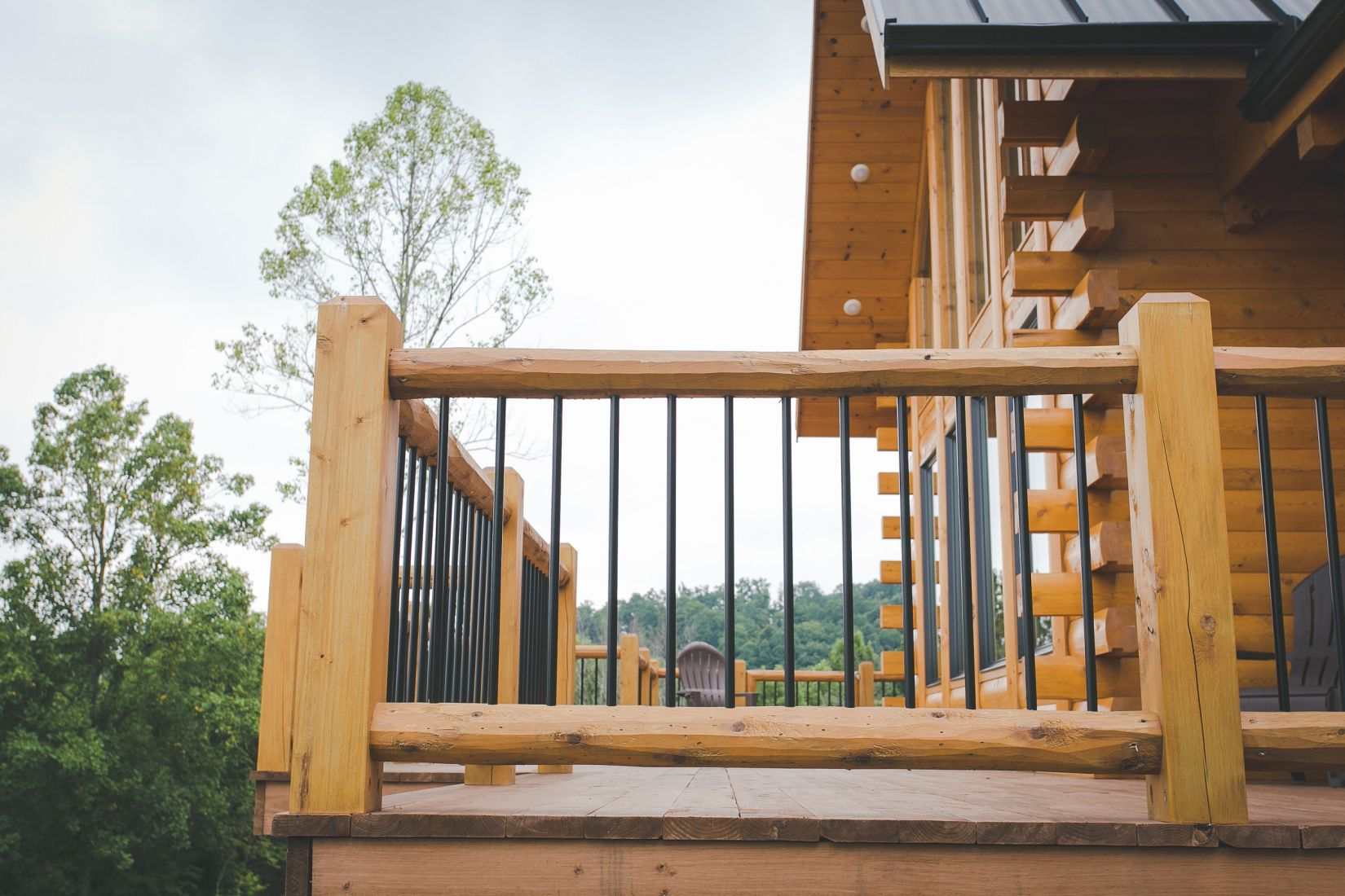 Log Deck Railing with Black Aluminum Spindles